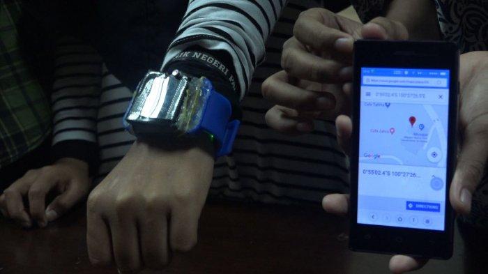 Mahasiswa Politeknik Negeri Padang Ciptakan Gelang Anti Begal