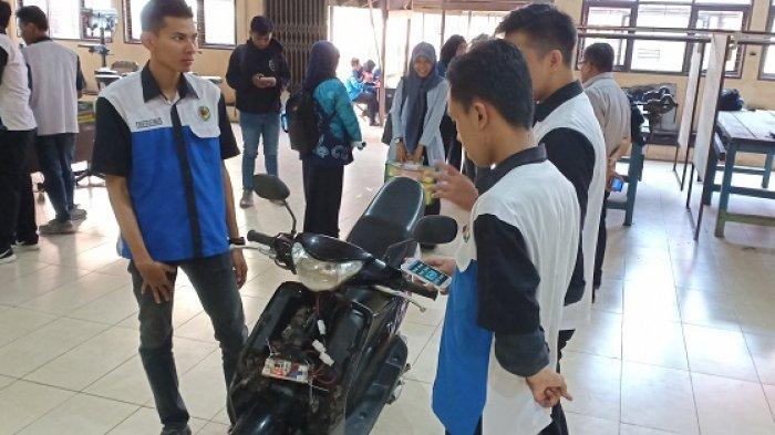 Mahasiswa Poliban Temukan Alat untuk Melacak Sepeda Motor yang Hilang