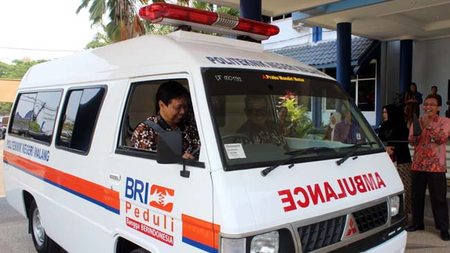 Polinema Terima CSR Ambulance BRI