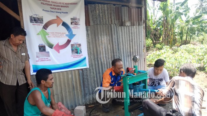 3 Dosen Politeknik Negeri Manado Ajar Warga Paniki Dua Bikin Paving Blok dari Sampah Plastik