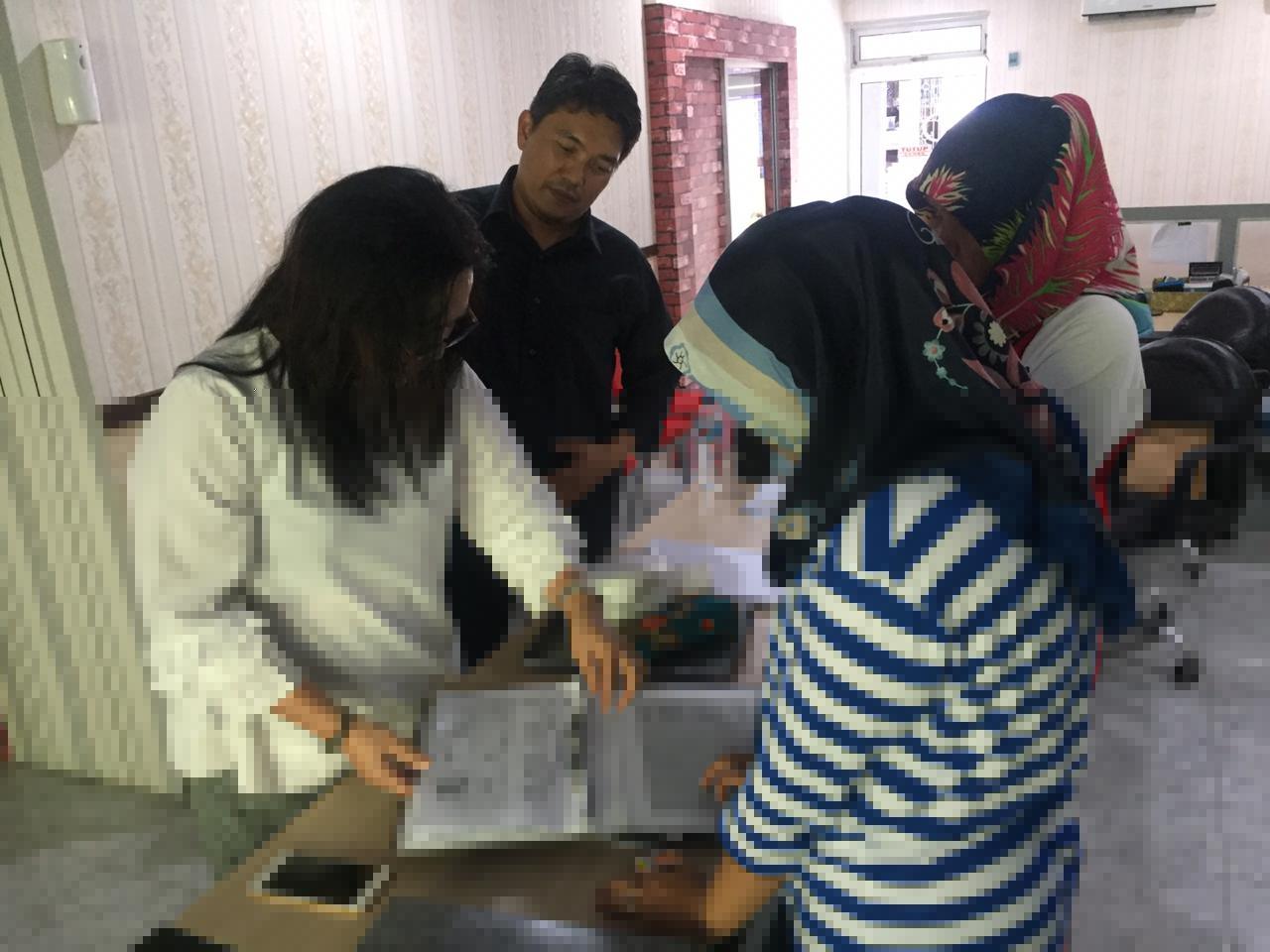 Tim PKM Polmed Latih Administrasi Perkantoran di Sirapit