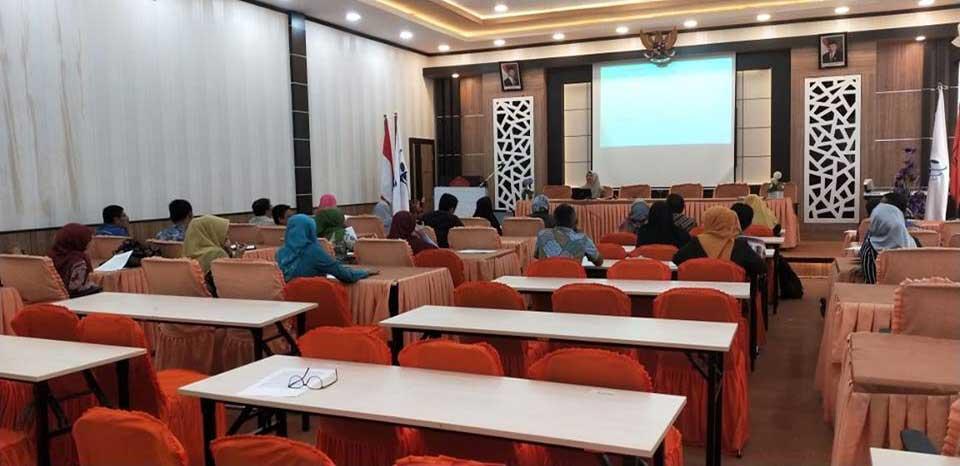 Pelaksanaan kegiatan 'Pelatihan Bahasa Inggris untuk Staf Pengajar dan Tenaga Kependidikan' Politeknik Negeri Padang