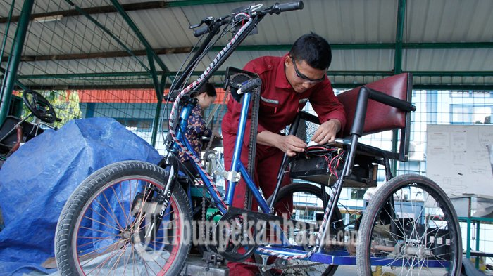 Mahasiswa PCR Berinovasi Membuat Tricycle Bike bagi Penyandang Disabilitas