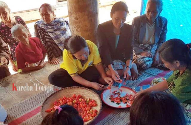 Tim Poltek Pangkep Ajari Petani Cabe Bittuang Soal Teknologi Pasca Panen