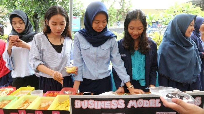 Mahasiswa Akuntansi PNUP Makassar Pamerkan Hasil Usaha di Expo Kewirausahaan