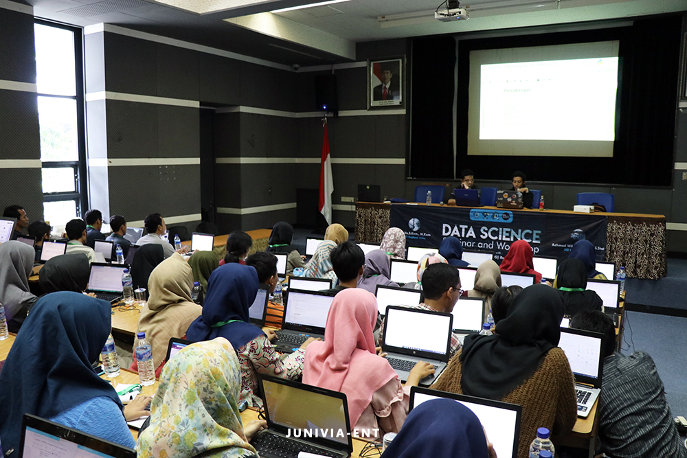 Kenalkan Ilmu Pengolahan Data, Hima Telkom Gelar Data Science Seminar and Workshop