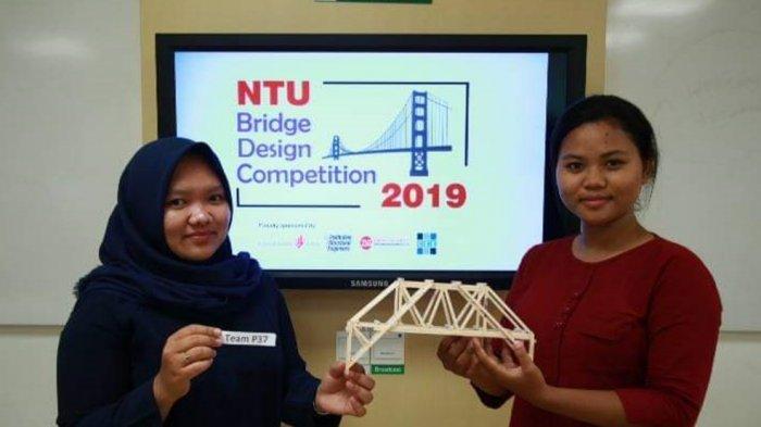 Kedua Mahasiswi Polines Ini Juarai NTU Bridge Design 2019