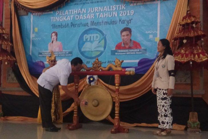 Edukasi Jurnalistik, Sejumlah Mahasiswa PNB Ikuti Pelatihan